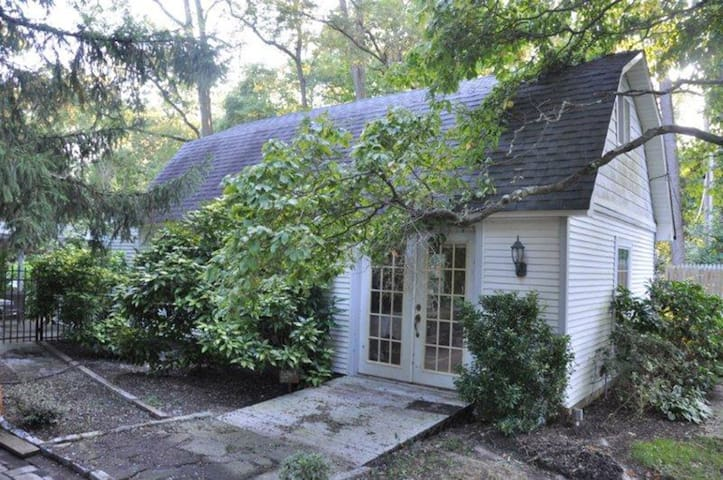 Cottage House close to Beaches & Great Adventure - Howell - Casa