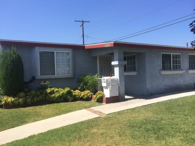 Cozy 3BD with Parking, Near 405/110 - Carson