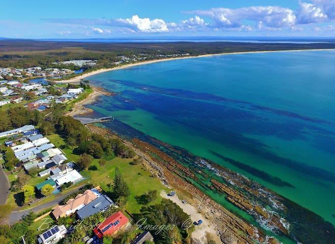 A few minutes walk to beautiful Warrain Beach. - Currarong - Overig