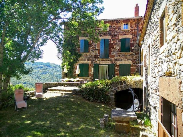 Dormir serein au domaine Les Fonds (Pt dej inclus) - Saint-Privat-d'Allier - Oda + Kahvaltı