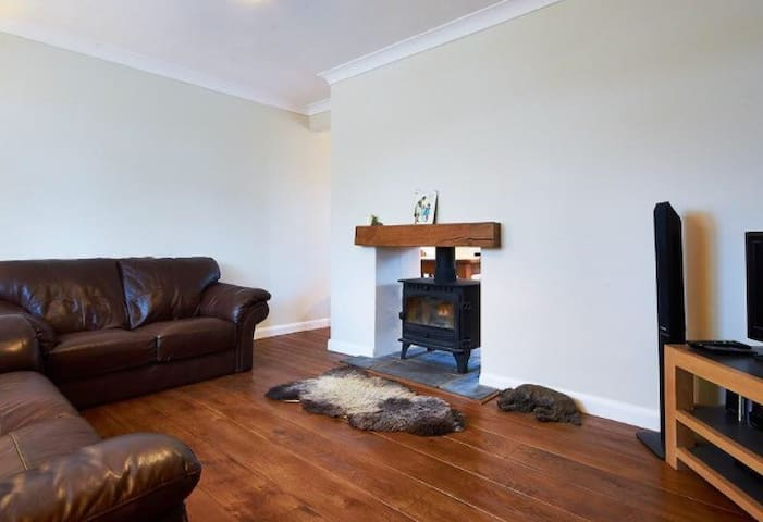 Double Bedroom in friendly family home - Oxted