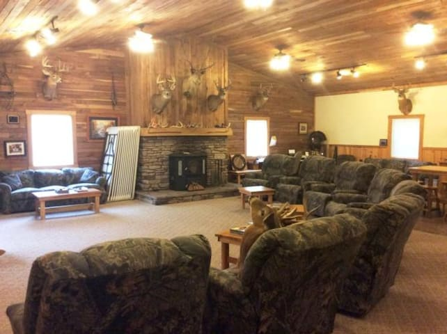 Remote Lodge / Hunting Cabin in Coshocton County! - Walhonding - Appartement
