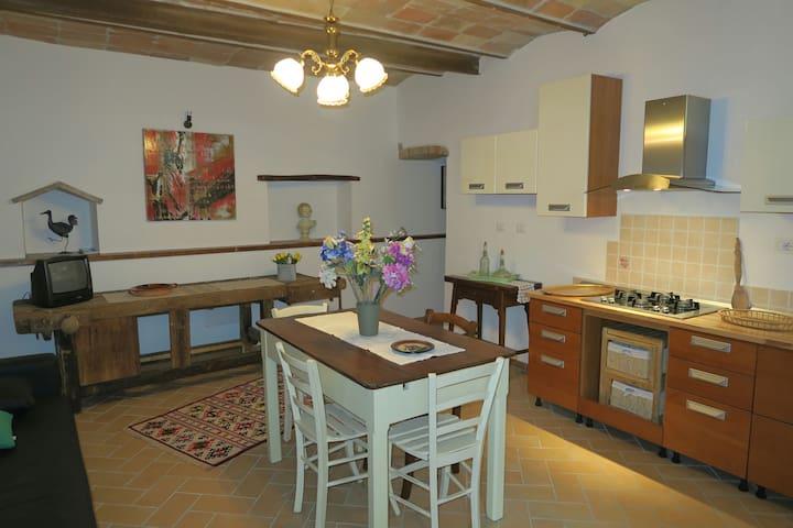 Bilocale Antico borgo - Collevalenza - Lägenhet