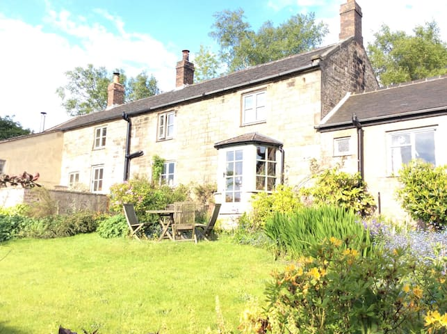 Double room, ensuite in farmhouse - Biddulph - Maison