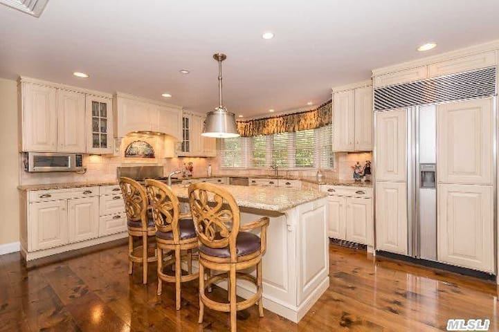 Wonderful Family Home Close To NYC! - Glen Cove - Huis
