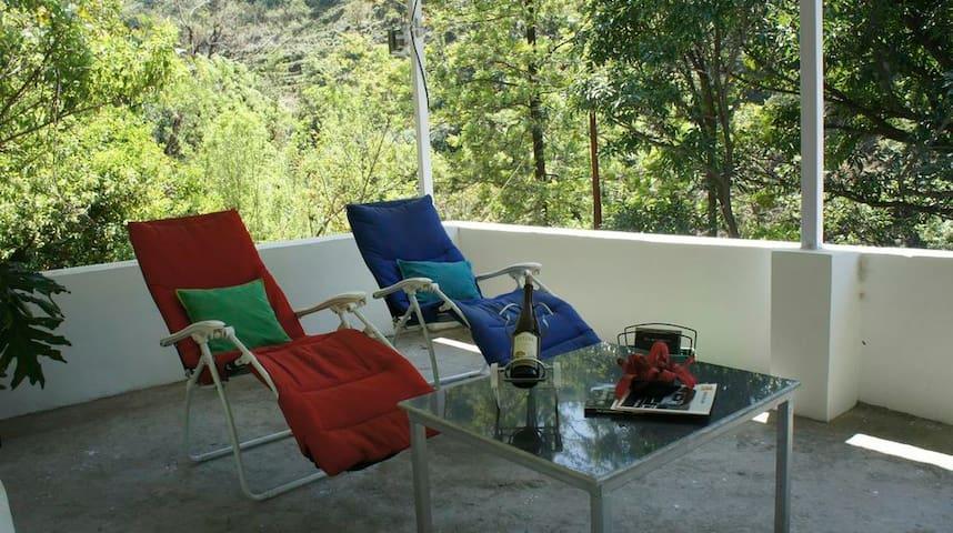 Sadhana Forest Villa (nestled in the hills) - Dehradun - Oda + Kahvaltı