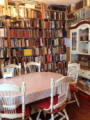 Booklover's Bed and Breakfast 1 - Lyme Regis - Bed & Breakfast