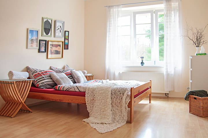 Sunny apartment, 10min from Prague Castle - Praga - Apartamento