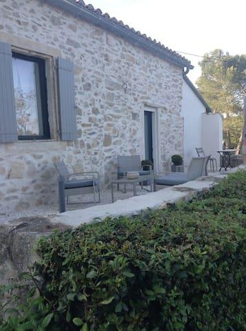 Mazet de charme tout confort piscine - Nîmes - Hus