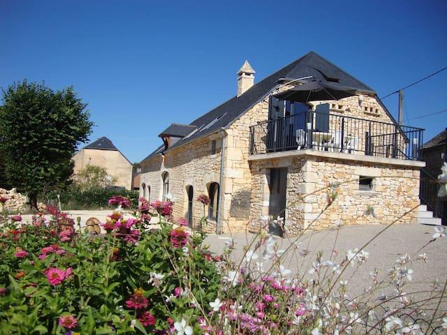 Gîte de Charme  Proche Sarlat et Lascaux IV - Salignac-Eyvigues - Hus
