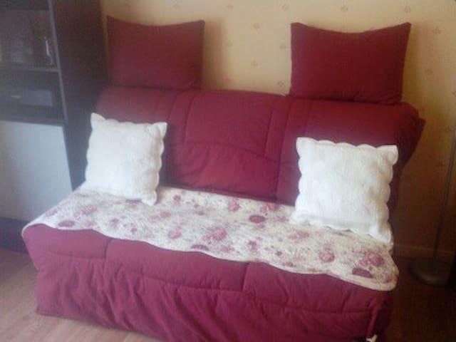 Petite chambre dans maison très calme - Montbouy