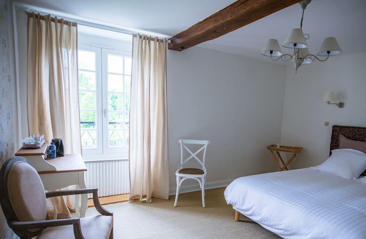Moulin Bois Coûtant chambre Oiseaux - Vivonne - Bed & Breakfast