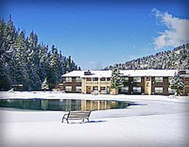 Red River, NM Condo w/ Beautiful View of Ski Slope - Red River