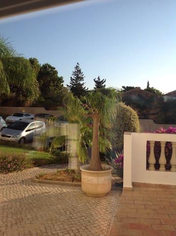Private room, 7 minutes from the beach. - Praia da Luz - Daire