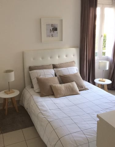 Quite room,5min walk from the city centre,parking - Aix-en-Provence - Leilighet