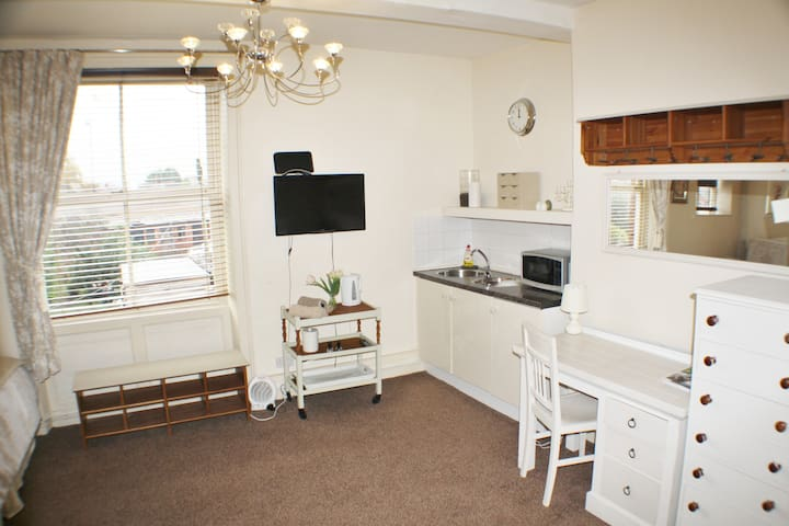City Centre Separate Studio Apartment With Parking - Hereford - Appartement