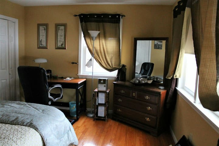 Cozy Private Room with a Private Bathroom - Leominster - Hus