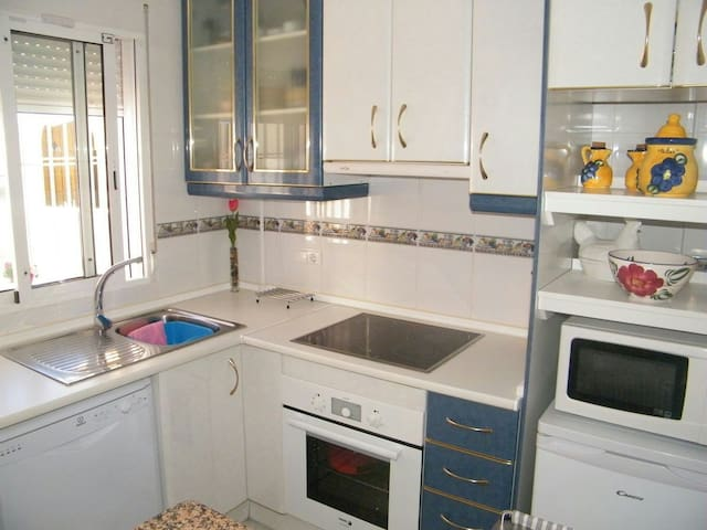 Lovely holiday cottage in the south of Spain - Castillo de Montemar - Casa