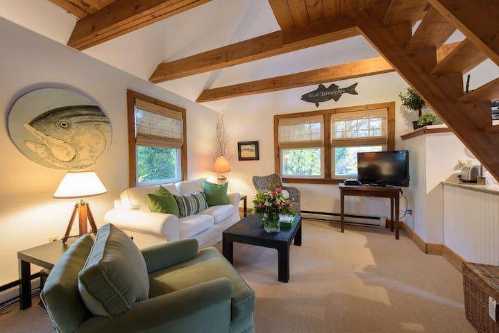 Adorable Cape Cod One Bedroom Loft - Барнстейбл
