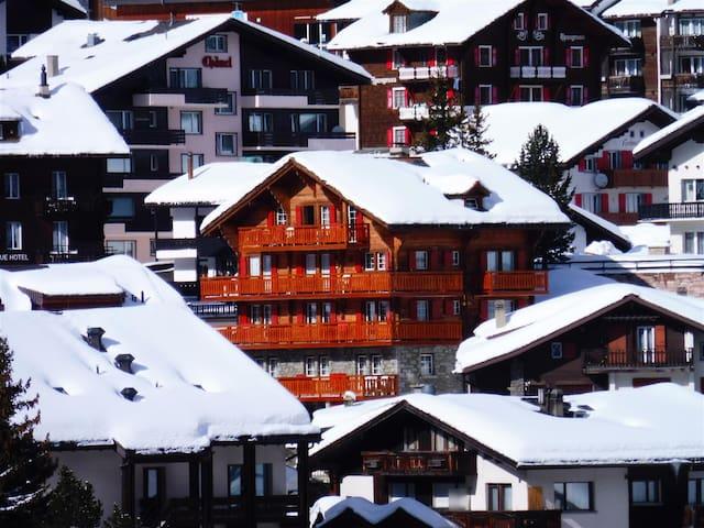Liebliche Ferienwohnung mit Balkon und Bergsicht - Saas-Fee - Wohnung