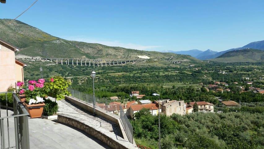 Spectacular mountain views - Bugnara - Huis
