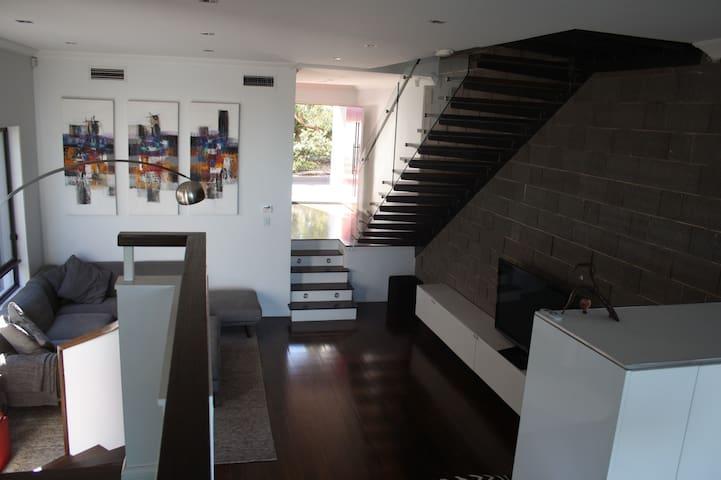 Spacious modern home, close to Sydney Olympic Park - Ermington - Haus