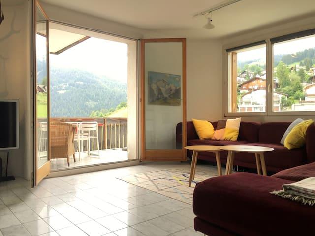sunny flat in the Swiss Alps  - Falera - Leilighet