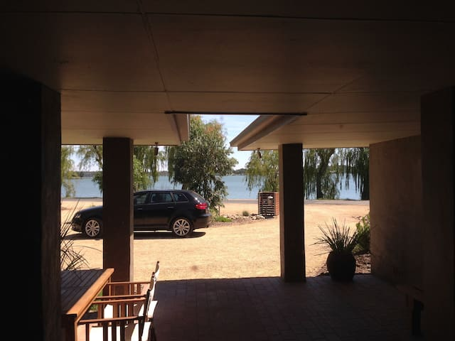 Lakeview on River Road - Yarrawonga - Hus