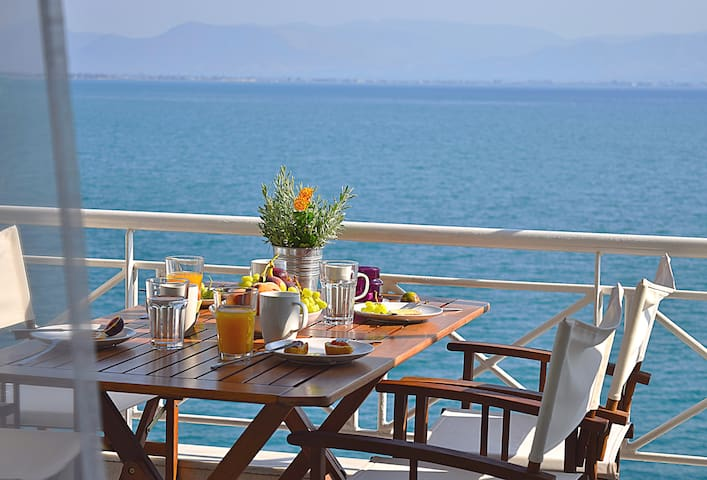 Waterfront Holiday Apartment,  Kiveri, Nafplion - Kiveri - Daire