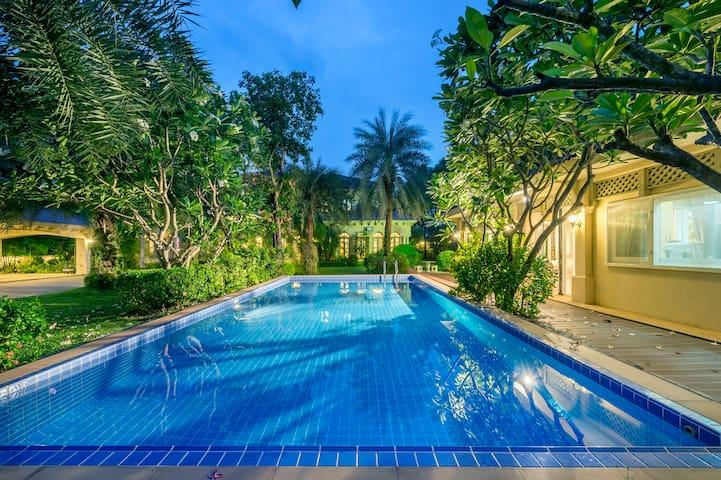 Luxury 7 Bed Room Swimming Pool near Sathorn road - Bangkok - Casa