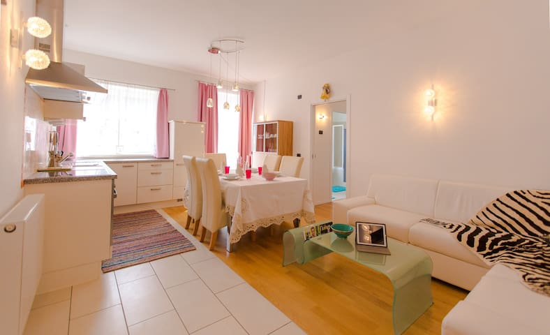 Roses House - Sillian - Appartement