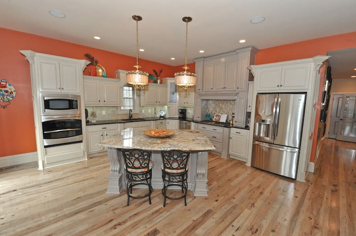 Gorgeous DERBY Executive Home! - Floyds Knobs - Ev