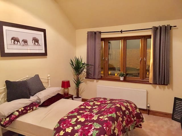 Beautiful Double Bedrooms with Ensuite Shower - Twigworth - Maison