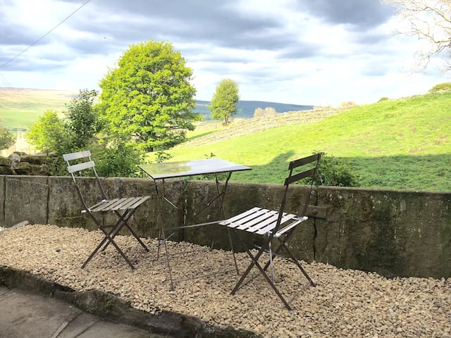Cottage with fabulous views of the Dales - Burtersett - Talo