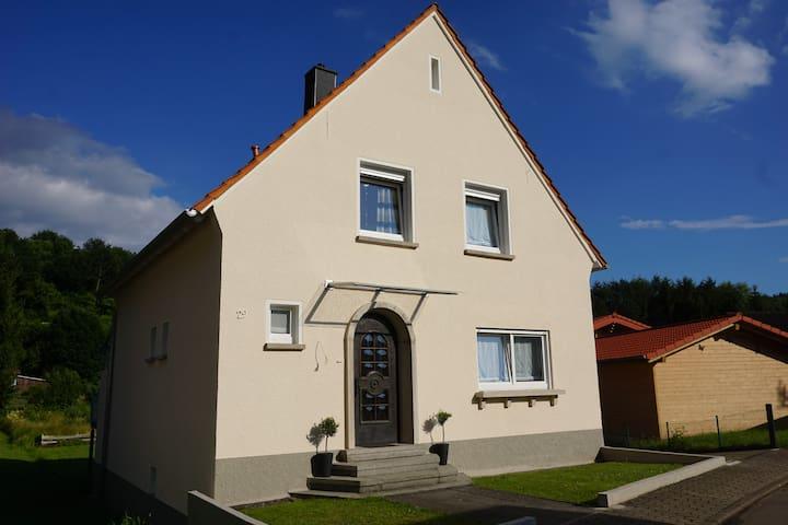 Trailrock Lodge - Ferienhaus im Dahner Felsenland - Dahn - Hus