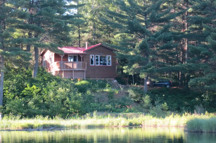 Cozy Cottage - Sparks Lake, Northern Ontario - Bonfield