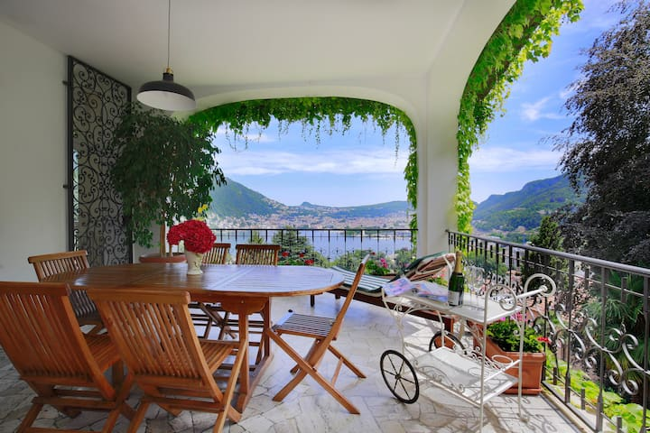 Gorgeous lake view ! - Como - Huis