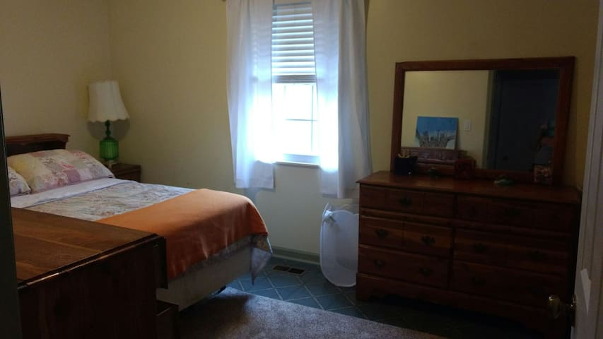 Room for rent in convenient area - Clinton