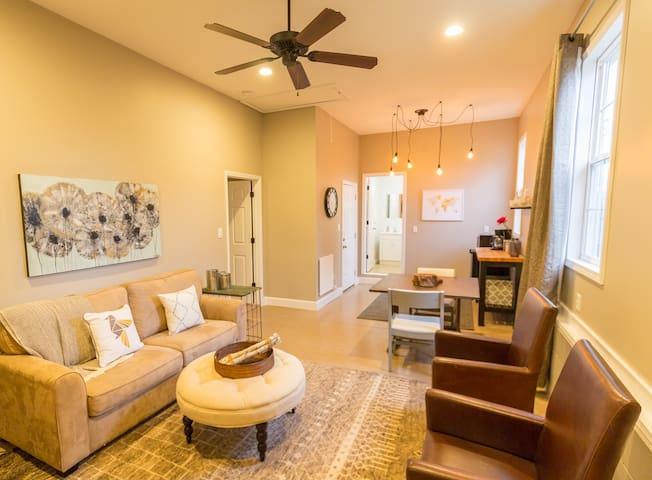 The Shalom Suite - Modern, Convenient, Warm - Greer - Appartement