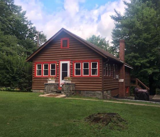 A Place In The Sun- Cozy Log Sided Cabin - Smallwood - Houten huisje