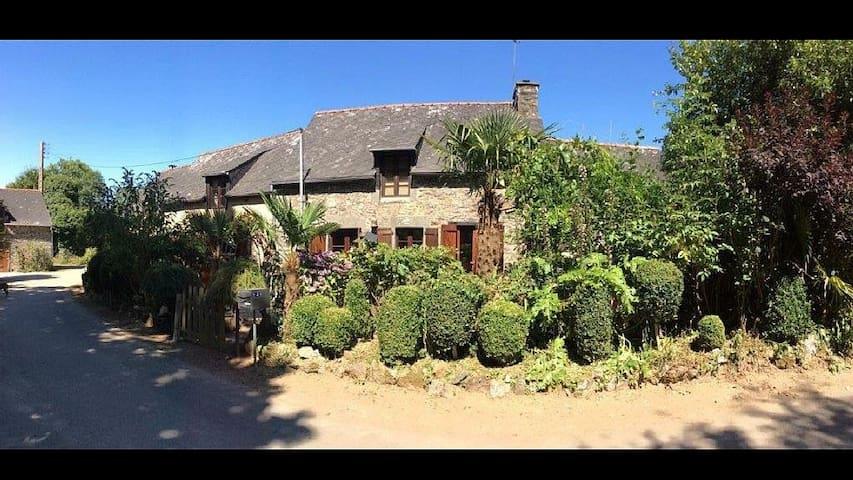 IDYLLIC HOUSE SITUATED IN A SMALL HAMLET.... - Saint-Jacut-du-Mené - Casa