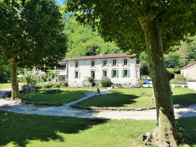 Riverside Château with pool and grounds - Branoux-les-Taillades - Appartement