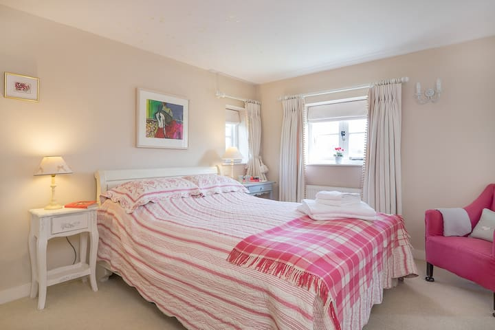 Cottage bedroom in Chawton - Chawton - Huis
