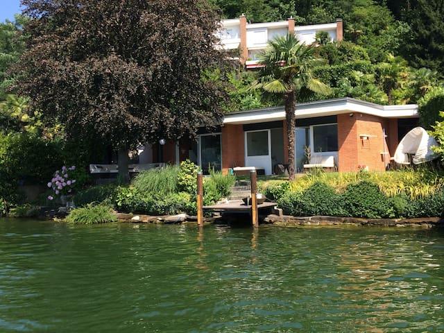 Beach House in Lugano (Agno) - Collina d'Oro - Bungalov