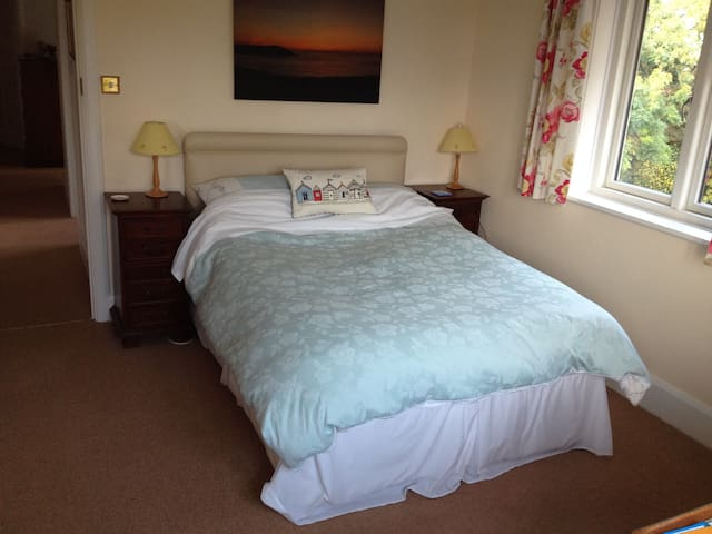 Double room with ensuite shower, WC - Wareham