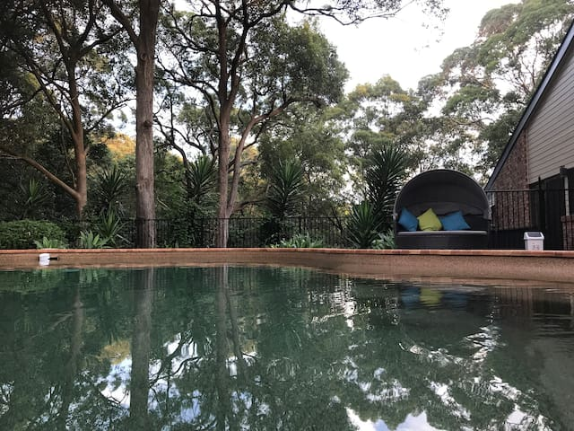 Private room with tree-top views & pool- Newcastle - New Lambton Heights - Talo