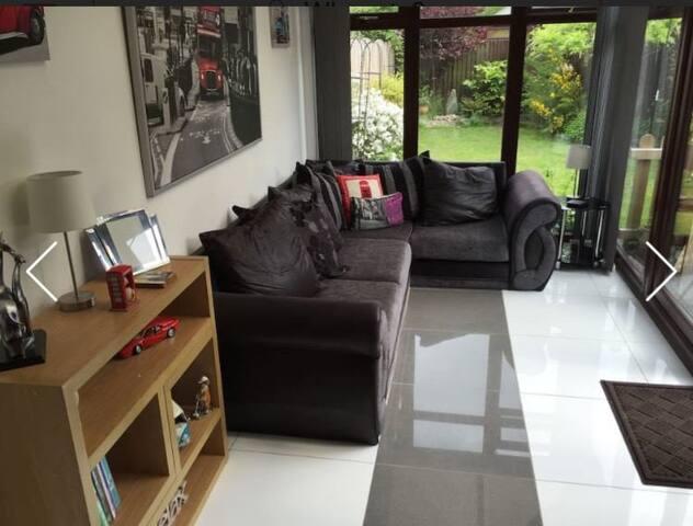 Single room in cul-de-sac near Wakefield centre - Wakefield - Rumah