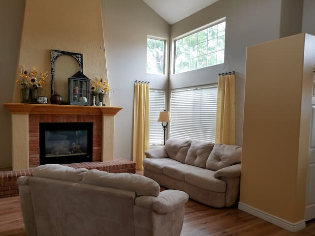 Bright, clean, comfy home with lots of parking. - Washington - Casa