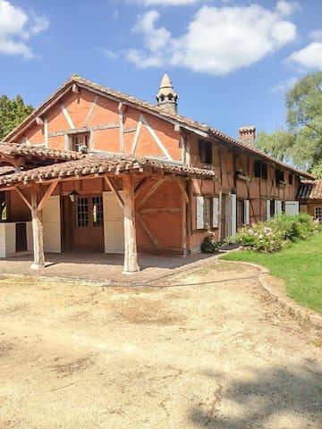 Authentique ferme bressane - Chevroux - Hus