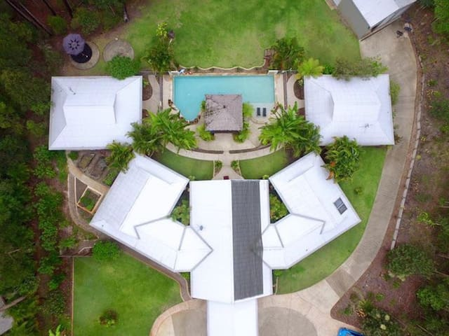 Noosa Resort 3 Bedroom Guesthouse - Doonan - Bungalow